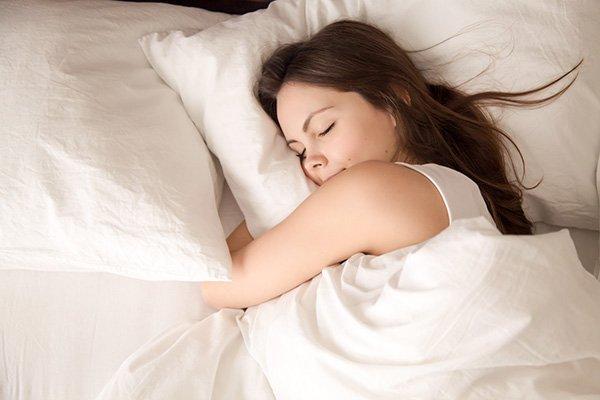 De-quel-cote-faut-il-dormir