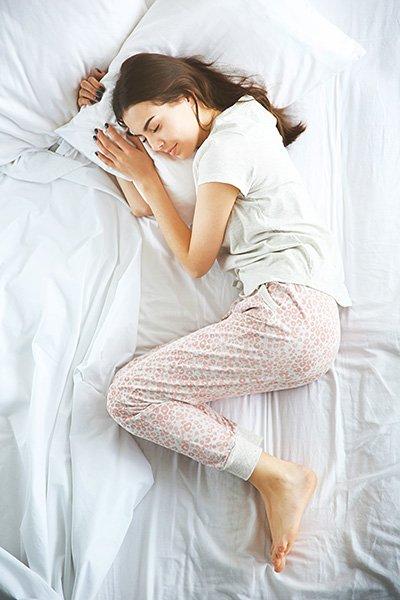 Dormir-sur-le-cote-droit