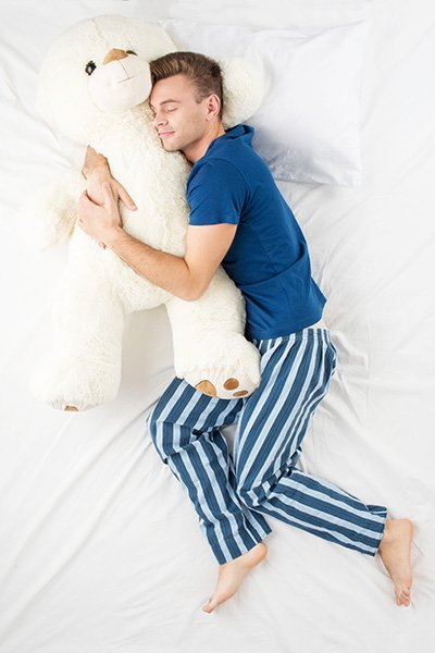 Dormir-sur-le-cote-pour-qui-est-ce-conseille